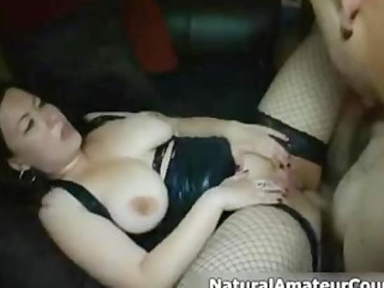 Elle s'échauffe le cul pour vous